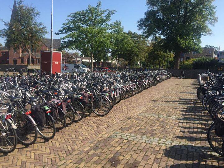 Vandaag weer een succesvolle dag bij het volksfeest! Weet jij al waar je je fiets gaat plaatsen vanavond? Wij staan vandaag in de blikbak fietsen te bewaken, kom langs en parkeer je fiets hier!
